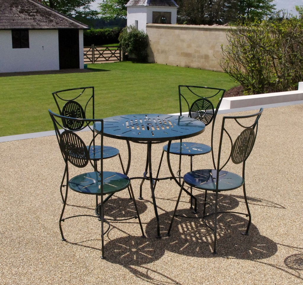 Quality versus economy choosing garden furniture chris for Quality garden furniture